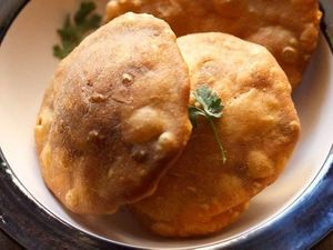 Homemade Yummy Matar Kachori Recipe